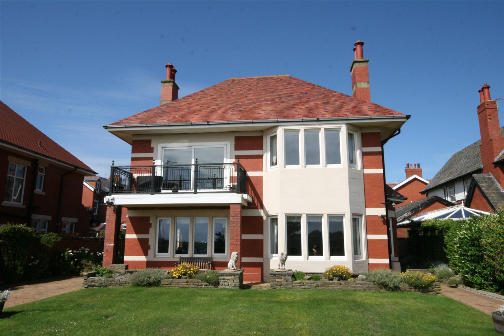 4 Bedrooms Detached House for sale in Inner Promenade, Fairhaven, Lytham St Annes